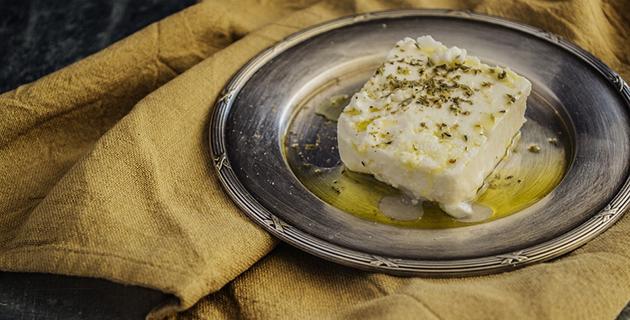 coxas-de-frango-com-corações-de-alcachofra-e-queijo-de-feta-orégano-queijo-feta